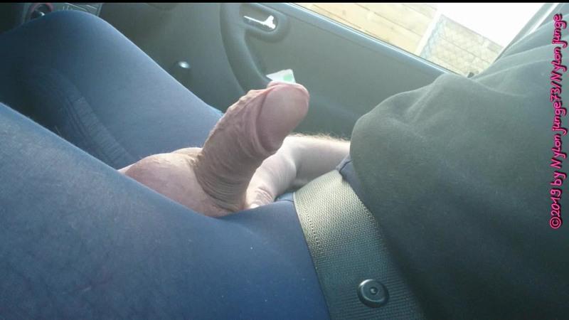 Blaue Feinstrumpfhose im Auto 2 ** FAN Video 12 ** Gay Download Bild