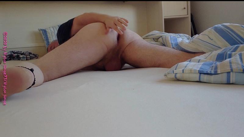 Notgeiles Arschloch im Bett 1 Gay Download Bild